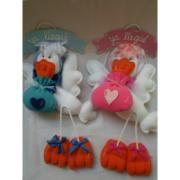 Carteles de bienvenida Cigüeña. Se hacen con el nombre del bebe. Pintados y decorados con porcelana fria. $99. http://www.facebook.com/pages/Tienda-Copito/120768634764496