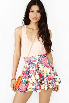 Skater skirt and tank top = cute :D