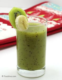The combination of banana, kiwi and orange with ice in to smoothie is simply one of its kind. This recipe prepares banana kiwi smoothie without milk and yogurt to allow fresh fruit flavors to merge and make it more tropical. Fruit Smoothie Recipes, Yogurt Smoothies, Breakfast Smoothies, Smoothie Drinks, Healthy Smoothies, Healthy Drinks, Juice Recipes, Kiwi Recipes, Simple Smoothies