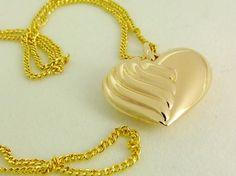Auffallend Schön:  Mittelgrosser HERZ ANHÄNGER mit von GoldenShop24 Gold Necklace, Pendant Necklace, Etsy, Jewelry, Necklaces, Heart Pendants, Gold Jewellery, Neck Chain, Nice Asses