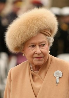 not a believer or follower of the monarchy BUT this old gal has style. Love the look!!!