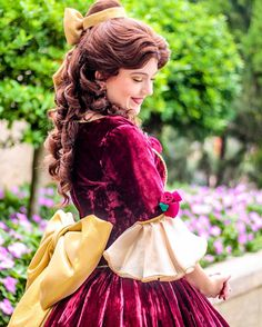 Belle's Christmas dress is my favorite ❤️❤️