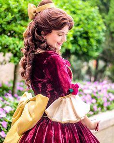 Belle's Christmas dress is my favorite ❤️❤️