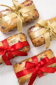 Christmas Baking Gifts, Christmas Bread, Christmas Diy, Homemade Christmas, Christmas Food Hampers, Xmas Hampers, Mini Loaf Cakes, Mini Bread Loaves, Baking Packaging