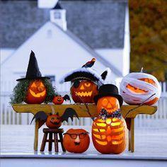 Si eres de los que les encanta añadir algunas calabazas, a tu decoración de la noche de brujas, hoy te proponemos convertirlas en pequeños monstruos.