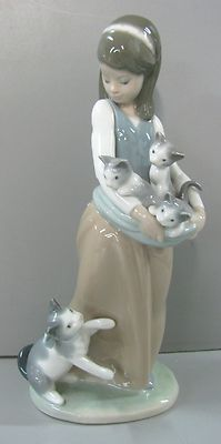 """Lladro Figurine #1309 Following Her Cats - Girl With Cats -9 1/2"""" Tall Porcelain"""