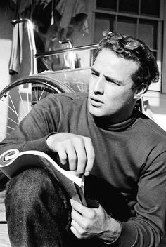 It isn't possible to find a picutre where Marlon Brando doens't look good. Marlon Brando, photo by Ed Clark Golden Age Of Hollywood, Hollywood Glamour, Hollywood Stars, Classic Hollywood, Old Hollywood, 50s Glamour, Fashion Glamour, Marlon Brando, James Dean