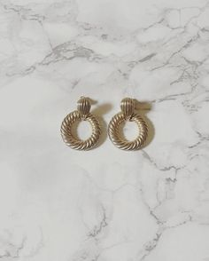 SOLD now available ⚓️ nautical golden rope wreath earrings | 80s rope hoops #vintageshop #vintage #vintagejewelry #vintageearrings #nauticaljewelry #80s #vintagefashion