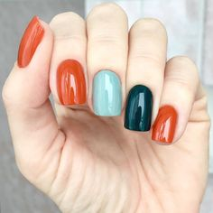 The advantage of the gel is that it allows you to enjoy your French manicure for a long time. There are four different ways to make a French manicure on gel nails. Orange Nails, Blue Nails, Nail Pink, Green Nails, White Nails, Nagel Hacks, Manicure E Pedicure, New Nail Art, Super Nails