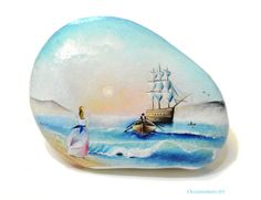 Painted stone, sasso dipinto a mano. Sea