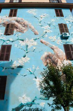 Mural creado en edificio en Roma, Italia
