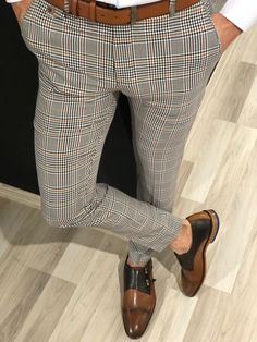 Collection : Spring / Summer 19 Product : Ferrar Plaid Grid Gray Slim PantsColor code : Gray & OrangeAvailable Size : material : Viscose , Polyester ElestanMachine Washable : Yes Fitting : Regular Slim Fit Mens Plaid Pants, Plaid Pants Outfit, Slim Fit Pants, Skinny Pants, Look Fashion, Mens Fashion, Fashion Hair, Cooler Look, Menswear