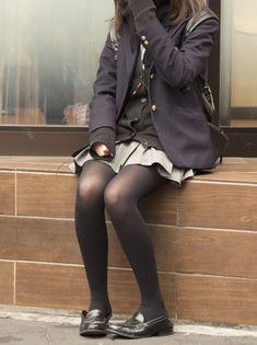 Un déguisement tout à fait dans le ton de la fête pour les filles, l'uniforme de l'école