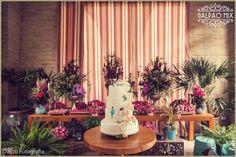 A Érica e o Rodrigo se casaram no dia 16 de Julho de 2016 aqui no Galpão Mix. O casório lindo e especial destes noivos super queridos foi personalizado, romântico e muito florido. A mesa de doces estava maravilhosa, o bolo branco, com flores e folhas e encantadores passarinhos azuis e todos os doces estavam em forminhas cor de rosa. #galpaomix #galpaomixpenedorj #penedo #penedorj #espacoparaeventos #casamento #wedding #miniwedding#destinationwedding  #rusticochic #rusticochique