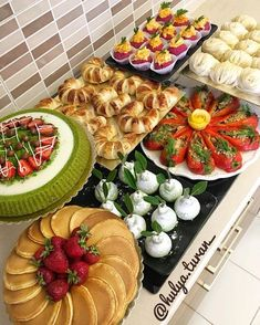 Breakfast Catering, Breakfast Buffet, Party Food Buffet, Party Dishes, Iftar, Good Food, Yummy Food, Food Stands, Food Garnishes