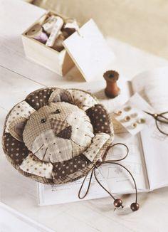 How to make tutorial sewing kit case bag bobbin book quliting quilt applique patchwork pdf pattern patterns ebook  $5.00usd