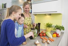 Getting your kids to help you out in the kitchen helps boost their self-confidence and teach them basic cookery skills they'll need when they grow up. Cooking With Kids, Children, Chefs, Recipe Ideas, Life Lessons, Homeschooling, Confidence, Advice, Gardening