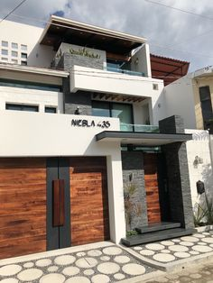 Most Popular house fachada porton ideas 3 Storey House Design, House Gate Design, Bungalow House Design, House Front Design, Villa Design, Small House Design, Facade Design, Modern House Design, Door Design