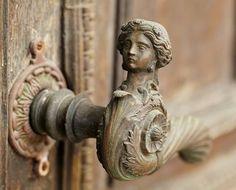 Vintage door handle by Danil Roudenko on Flickr.