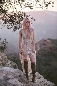 The 5 best boho bloggers to follow! Inspirational, boho-chic, hippie girls with their own sense of style and beauty.