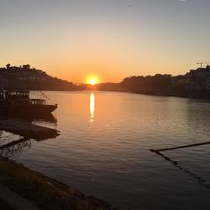 Sunset season officially open. No filter. Of course.  #homemadegueststudios #northportugal #sunnydays #spring #portugal #porto #oporto #travel #sunset #ribeira #douro #nofilter by homemadegueststudios