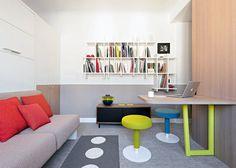 Une pièce à vivre fonctionnelle dans un studio sous les toits.