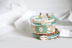 "Bracelet ""Ribambelle"" tons turquoise, blanc, doré : Bracelet par knock-on-wood"