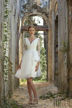 19ef6512fa New Arrival Backless Short Wedding Dresses 2017 V-neck Long Sleeve Lace  Wedding Dress Bridal Gowns Knee Length