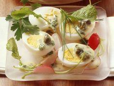 Soleier mit Kräuterdressing ist ein Rezept mit frischen Zutaten aus der Kategorie Eier. Probieren Sie dieses und weitere Rezepte von EAT SMARTER!