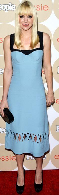 Who made Anna Faris' blue cut out dress and black clutch handbag?