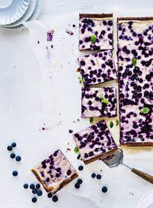Mustikkarahkapiirakka | K-Ruoka #mustikka #piirakka I Love Food, Baking Recipes, Cheesecake, Pizza, Bread, Dinner Parties, Cookies, Party, Desserts