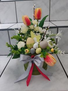 Happy Easter, Floral Wreath, Table Decorations, Flowers, Home Decor, Flower Arrangements, May 1, Easter Activities, Creative