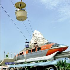 Vintage Disneyland monorail photos at daveland Old Disney, Disney Magic, Vintage Disneyland, Best Memories, My Happy Place, Cool Websites, Disney Parks, Pop Culture, Vacation