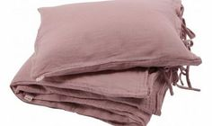 Numero 74 Bedding set - dusty pink S,M,L Details : Cotton, twist clasp, 1 Pillow Case, 1 Duvet cover, 1 Pyjama Bag, Handcrafted Color : Vintage Pink Bed Linen size S : Duvet Cover 80 x 120 cm