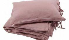 Numero 74 Bedding set - dusty pink S,M,L Details : Cotton, twist clasp, 1 Pillow Case, 1 Duvet cover, 1 Pyjama Bag, Handcrafted Color : Vintage Pink Bed Linen size S : Duvet Cover 80 x 120 cm