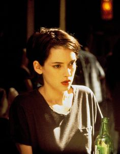 As a child, Winona Ryder was encouraged by her parents, both artistic intellectuals, to be independent and off beat. For a period of her life they lived on a co Winona Ryder 90s, Winona Ryder Style, 1990 Style, Winona Forever, Grunge Hair, Pretty People, Girl Crushes, American Actress, Hair Inspiration