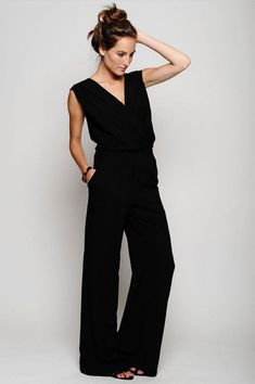 Dear stitch fix stylist, I'd love a comfy and professional black jumpsuit for event days. Waistline would need to be flattering. It could even be a shirt with matching pants to look like a jumpsuit. Fashion Mode, Look Fashion, Fashion Beauty, Womens Fashion, Fashion Hair, 80s Fashion, Korean Fashion, Winter Fashion, Vintage Fashion