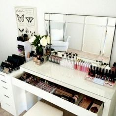 CLICK TO DOWNLOAD Your Beauty Room & Makeup Collection Checklist To #GLAM Your Beauty Room And Organize Your #MakeupCollection with the latest tutorials, tips and resources for those who LOVE ALL THINGS BEAUTY.  A great resource for the #Blogger & #MUA wh