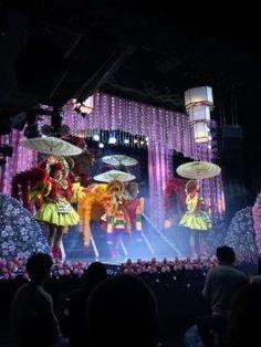 あんみつ姫のショー前から気になっていてお友達達と行ってきましたあはははと笑えるコントと素敵な踊りですよ もうすぐ33周年 tags[福岡県]