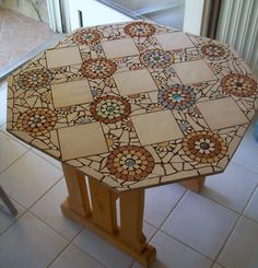 mozaikos asztalka
