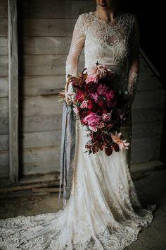 Moody and romantic early winter wedding inspiration - 100 Layer Cake Boho Wedding, Dream Wedding, Wedding Day, Wedding Blog, Lesbian Wedding, Wedding Menu, Wedding Poses, Autumn Wedding, Mermaid Wedding