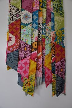 Half Hexies: Quilt by batixa, via Flickr http://www.flickr.com/groups/1156559@N22/pool/