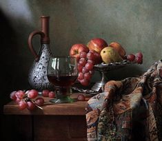 Wonderful composition, nice light and refection in the glass Still Life Photos, Still Life Art, Fruit Photography, Still Life Photography, Photo Deco, Wine Table, Fruit Painting, Renaissance Paintings, Vintage Art Prints