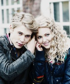 The Carrie Diaries <3 excited for season 2!!!!!