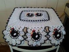 Resultado de imagem para graficos de capa de fogão em croche Crochet Crafts, Crochet Doilies, Crochet Projects, Crochet Stitches Patterns, Stitch Patterns, Crochet Chicken, Pineapple Crochet, Crochet Kitchen, Casket