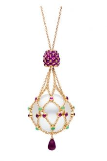 The most gorgeously adorned pearl I have ever seen! xx  www.paspaley.com