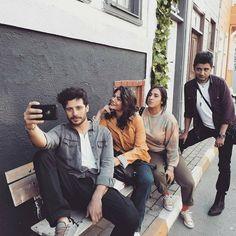 """Demet Özdemir. 🌸 DÖFC on Instagram: """"#ErkenciKuş Yaa yicem sizi Mahalle onlardan sorulur.. 😍😎💛 @1demetozdemir @tasciceren @aliyagciii @chnercn #DemetÖzdemir #CerenTaşçı…"""" Stitch Drawing, Drawing Art, Wavey Hair, Neat Handwriting, Trendy Fall Outfits, Celebrity Drawings, Film Aesthetic, Early Bird, Turkish Actors"""