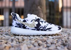 2014 cheap nike shoes for sale info collection off big discount.New nike roshe run,lebron james shoes,authentic jordans and nike foamposites 2014 online. Nike Shoes Cheap, Nike Free Shoes, Nike Shoes Outlet, Running Shoes Nike, Cheap Nike, Nike Roshe Run, Nike Shox, Nike Flyknit, Store Nike