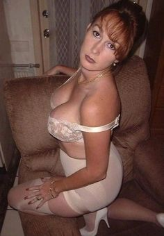 A place for me to share photos of beautiful, naughty mature women and the dirty things they like to do. Belle Lingerie, Sexy Lingerie, Lingerie Styles, Beautiful Old Woman, Gorgeous Women, Sexy Older Women, Sexy Women, Sexy Outfits, Nylons
