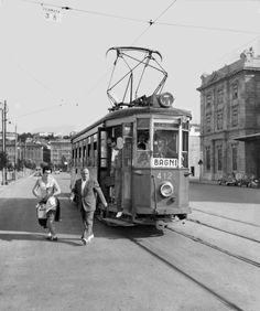"""Il tram n. 3, con la scritta BAGNI. Chi andava all'Ausonia-Savoia e chi al """"Pedocin"""". 6 settembre 1957"""